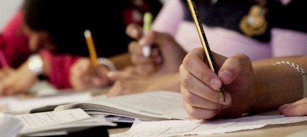学生考试写作